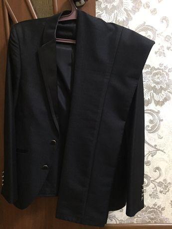 Стильный мужской костюм тройка