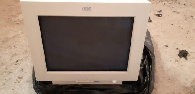 Monitor IBM ecran plat, cu tub + tastatura si mouse cadou