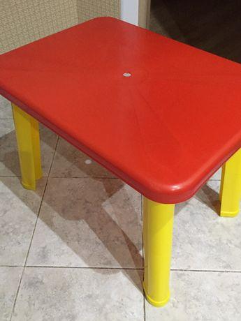 Продам Детский стол недорого