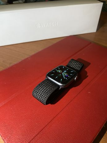 Apple Watch 5 series, 44mm