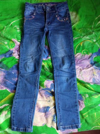 Продам джинсы на девочку в отличном состоянии