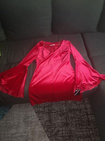 Vând rochiță nr 38 roșie din catifea noua