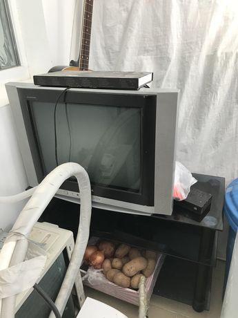 Телевизор с подставка