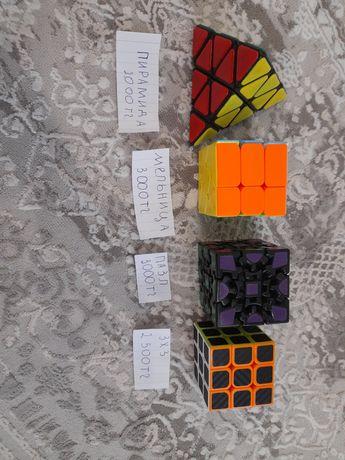 Продоются кубики рубики.
