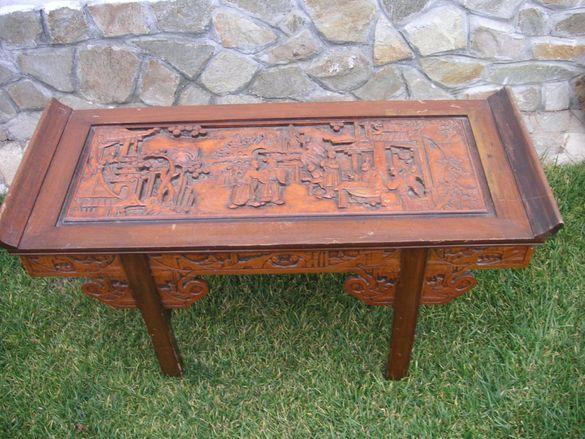 Стара маса дърворезба