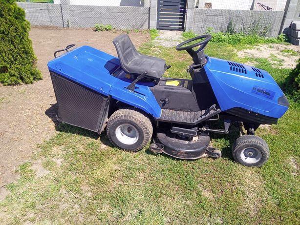 Tractoras iarbă gazon