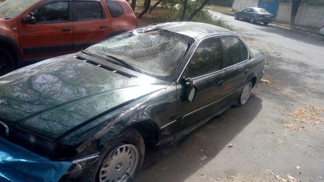 Продам BMW E38 в аварийном состоянии