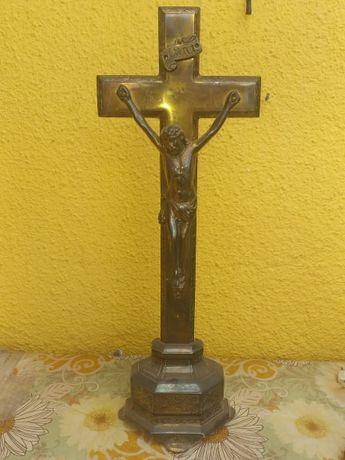cruce din bronz .