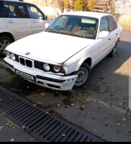 Продам BMW  в среднем состоянии
