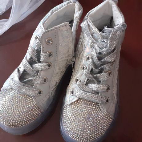 Продам модные детские ботинки