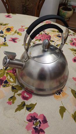 Продам чайник закипит свистит