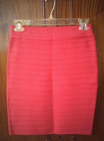 Дамска пола - червен цвят. Размер: L