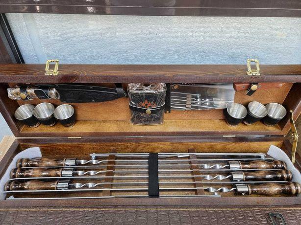 Шампура, наборы сувенирные в кожаных и деревянных чемоданах, ножи .