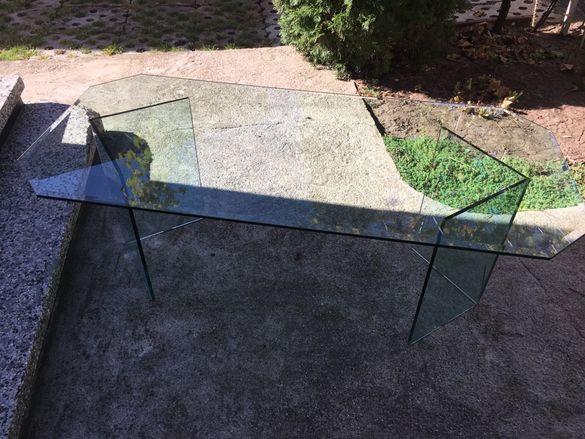 Маса от стъкло