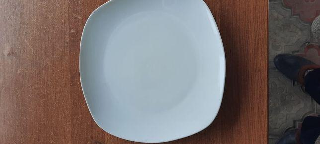 Продам посуду белая и с узорами