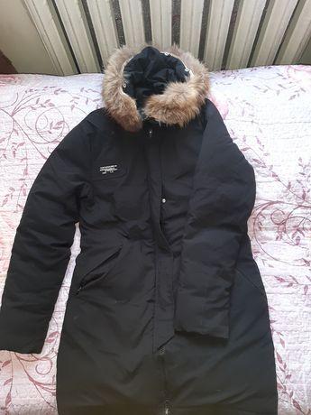 Продам ЧЕРНУЮ и БОРДОВУЮ  куртку, и зимние сапоги