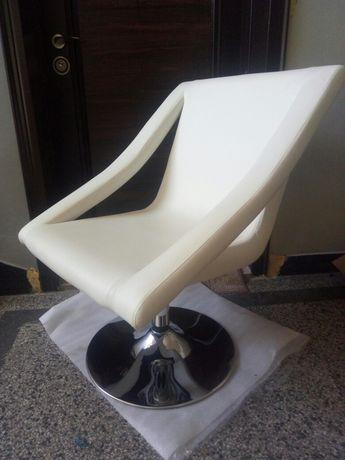Дизайнерски стол за релакс.