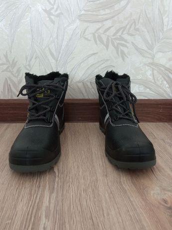 Спец ботинкалар сатылады,  1 шісі 10000тг,  екіншісі 15000 тг