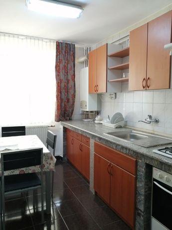 inchiriez apartament 3 camere ultracentral incepind cu 1 octombrie