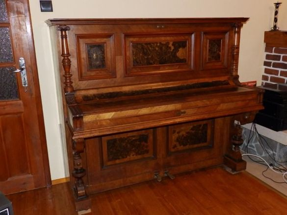 музикални инструменти - пиано, хармоника