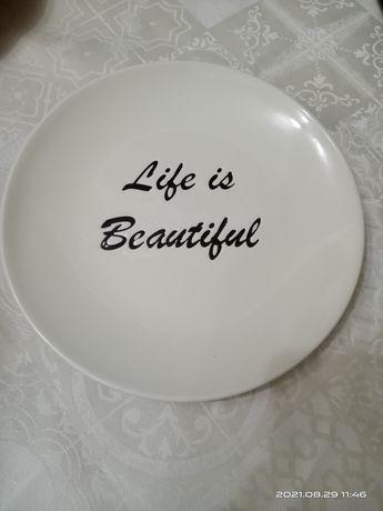 Продам     тарелки    в количестве   цветные 12 шт,  светлые 6 шт