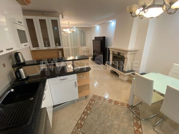 Обзаведен тристаен апартамент на партерен етаж с двор в кв. Бриз