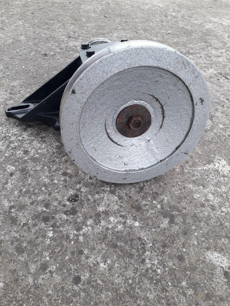 Reductor pentru turatia motorului la curent