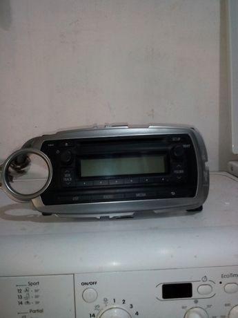 Продавам радио с CD - Toyota Yaris