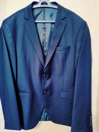 Продам мужской костюм,новый,современный фасон,цвет темно-синий, размер