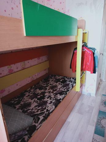 Двух этажный детски кровать