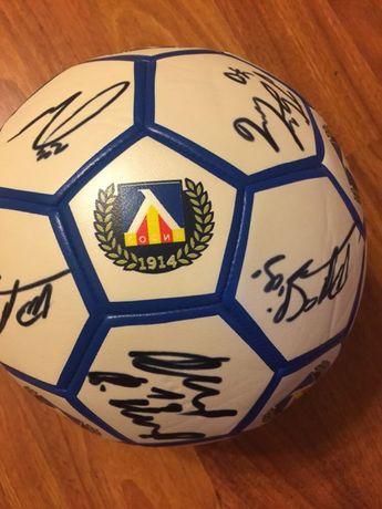 Футболна топка с автографи на ФК Левски
