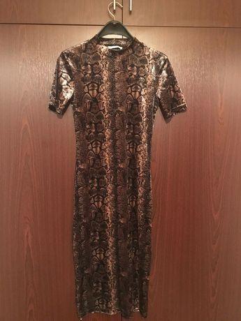 рокля със змийски принт  на zara