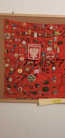 Различни видове медали и значки