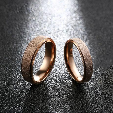 verighete de nunta din otel inoxidabil suflate cu aur