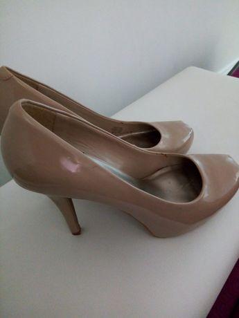 Pantofi cu toc înalt din piele