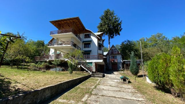 Casa + curte 3100mp, langa padure, drum asfaltat, toate utilitatile