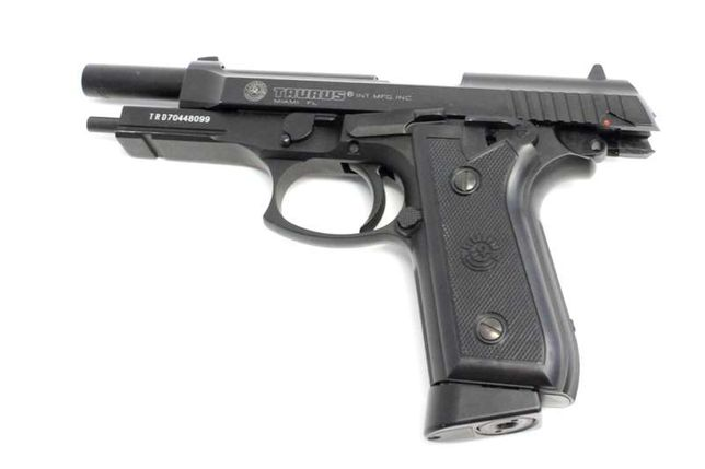 Pistol Taurus PT99/ Full Auto /FULL METAL- 1J/ CO2-Cybergun