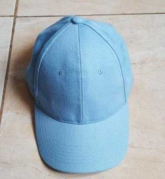 Şapcă nouă confecţionată din material de calitate superioară