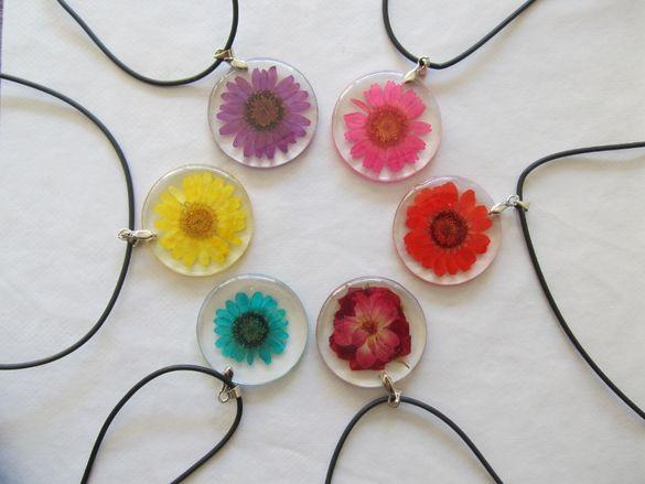 Колиета с естествени, истински цветя, дамско бижу медальон