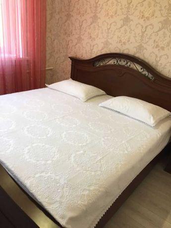 Спальный гарнитур:Шифоньер+ кровать+ тумбочка(Италия]