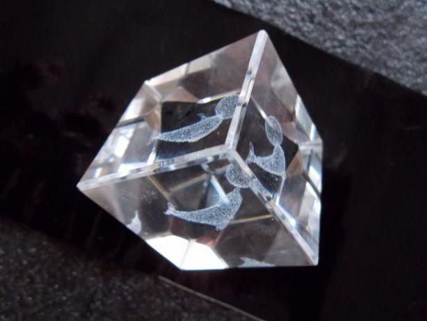 Ieftin si deosebit,cadoul perfect,cub din cristal cu delfin jucandu-se