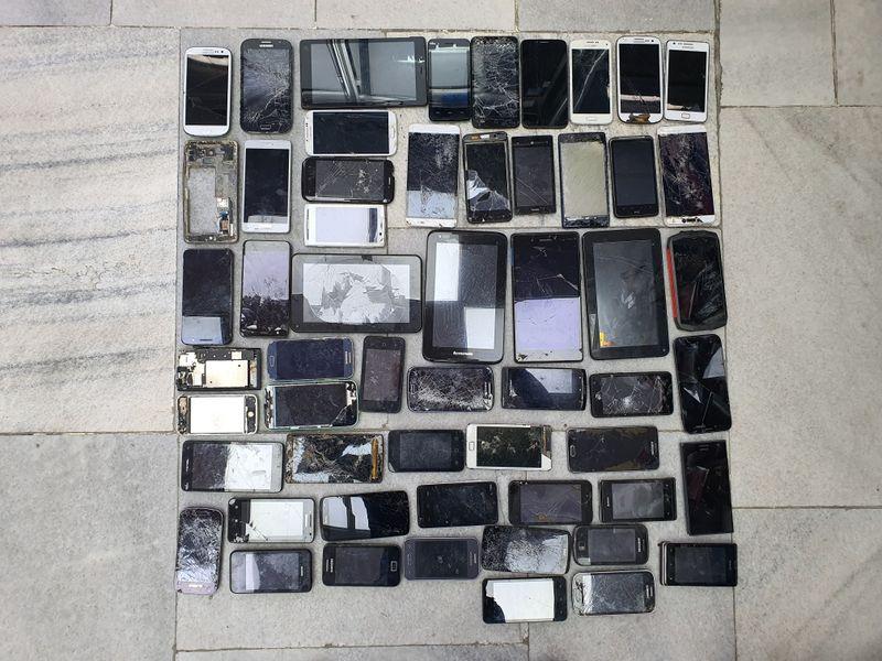 Телефони за части по 10 лв на брой  (2- 12 ) гр. Пазарджик - image 1