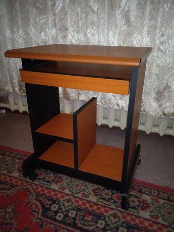 Стол для компьютера на колесиках