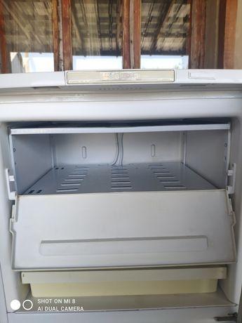 """Срочно продам """"Бирюса"""" холодильник"""