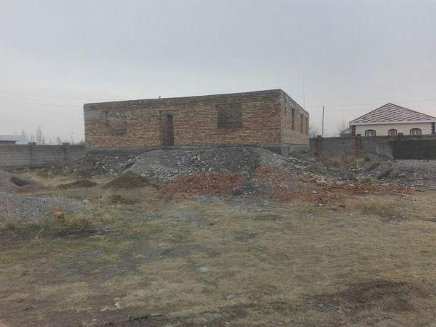 Продам не недостроенный дом в начале Гродеково 15×13 с высокой подушк