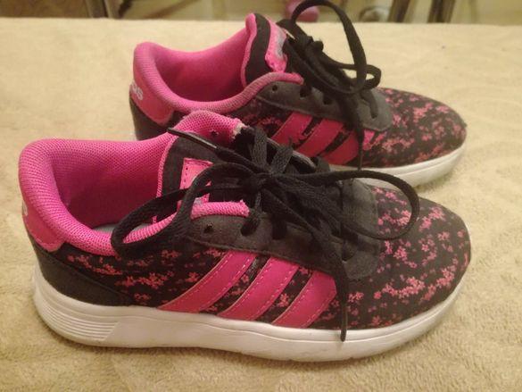 Продавам детски маратонки Adidas