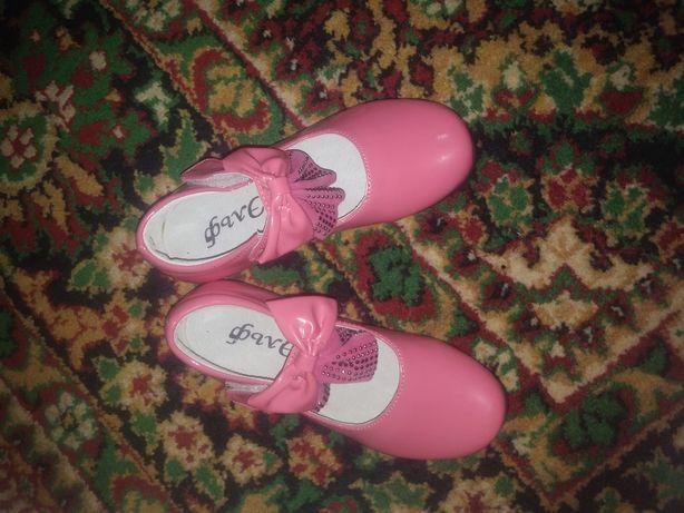 Продам новые туфли на девочку 29 размер!