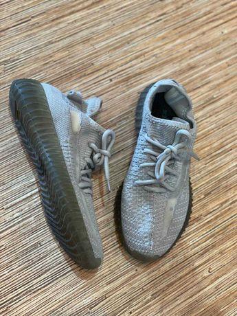Кроссовки серые Adidas Yeezy