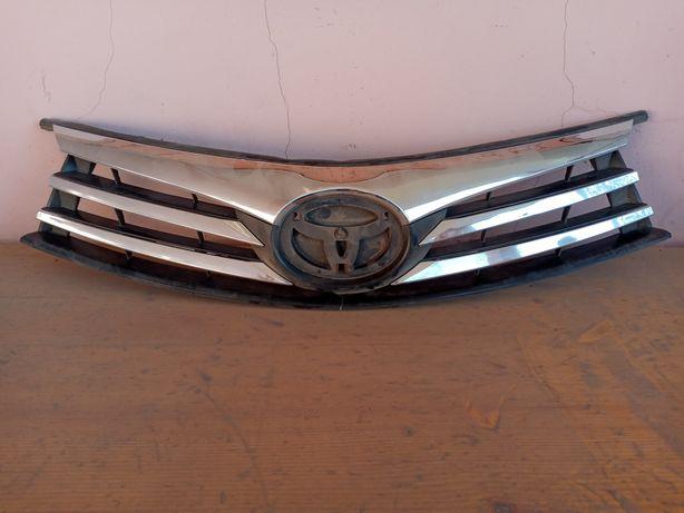 Продам передний решётка на Тойоты короллу