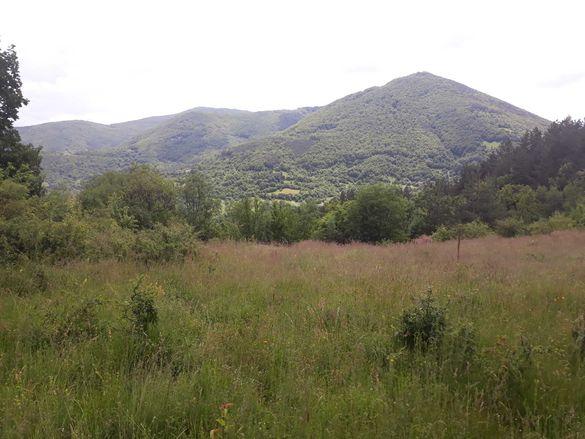 отвисоко ! имот на самостоятелна тераса 2дка за вила на 30км от София